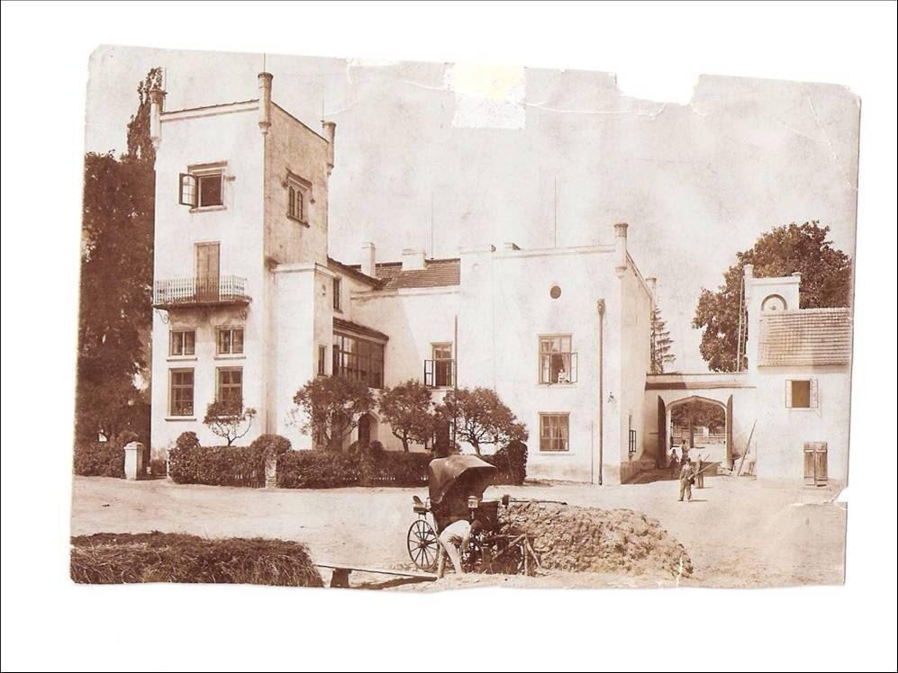 Historická fotografie zámku Trnová